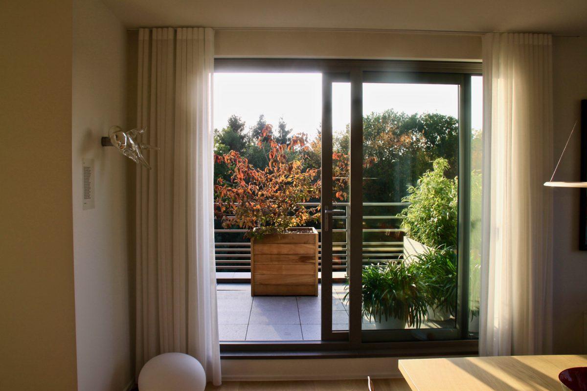 Sfeerbeeld van de realisatie van een daktuin op een prachtig villa-appartement in Genk